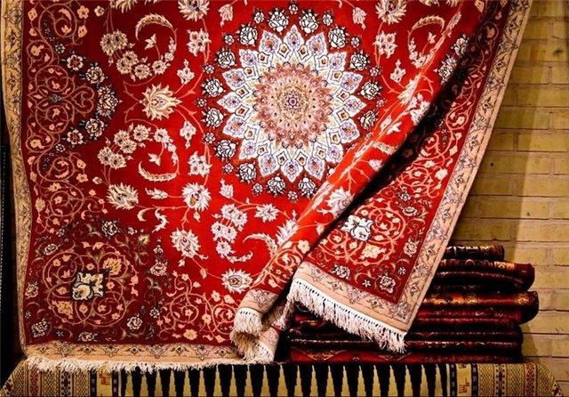 مُهر بیمهری بر تار و پود فرش دستباف