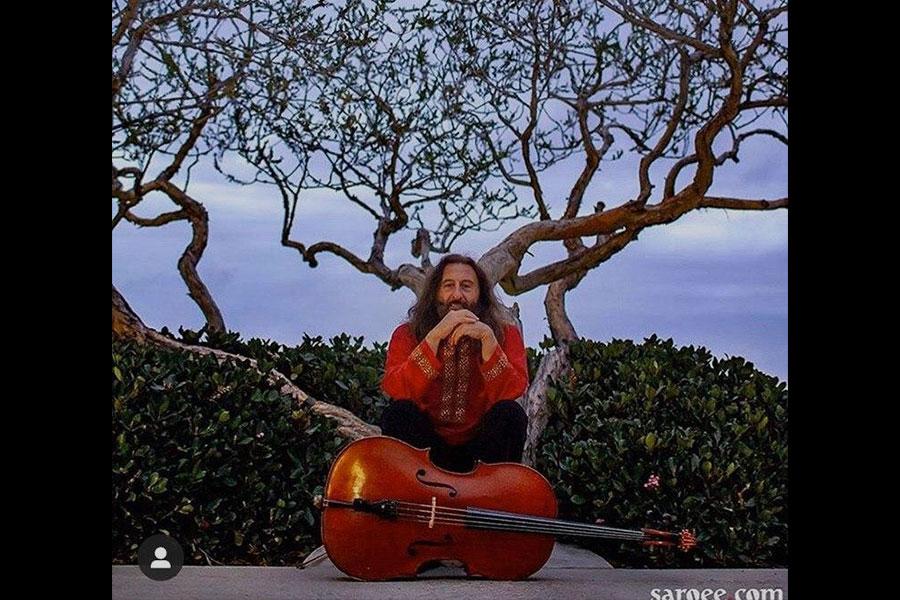 همایون خسروی ، نوازندۀ چیره دست ویولنسل درگذشت .